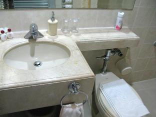 Casa Leticia Boutique Hotel Davao City - Deluxe Bathroom