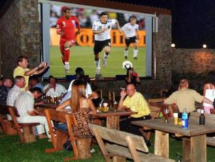 Getaway Resort Lake Mabprachan Pattaya - Pattaya's largest TV screen