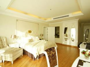 Miracle Suite Pattaya - Deluxe Double Bed