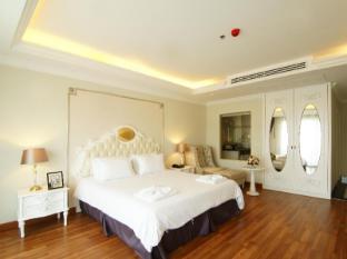 Miracle Suite Pattaya - 1 Bedroom Suite -  Bedroom