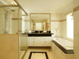 Miracle Suite Pattaya - Deluxe - Bathroom