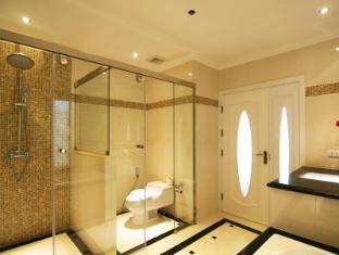 Miracle Suite Pattaya - 2 Bedrooms - Bathroom