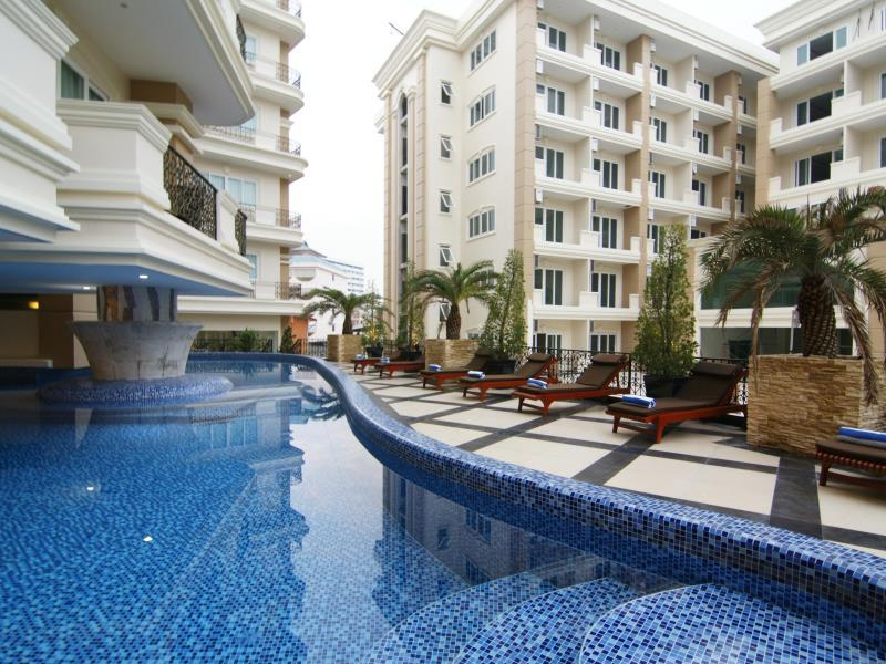 Miracle Suite Pattaya - Swimming pool