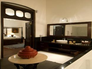 Park Street Hotel Colombo - Suite  Bathroom