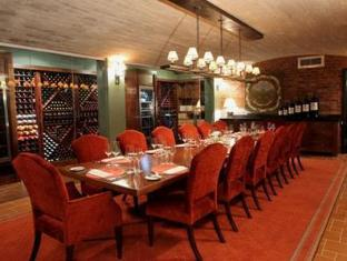 No5 Boutique Art Hotel Port Elizabeth - Food, drink and entertainment