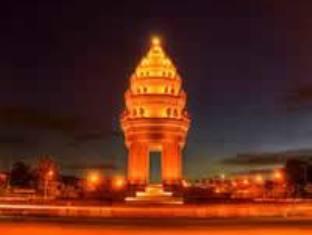 GGP Hotel Phnom Penh - Independence at Night