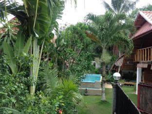 Alumbung Tropical Living Bohol - Pool