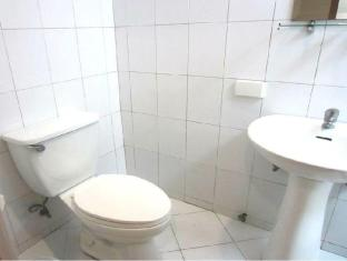 Fuente Oro Business Suites Cebu City - Bathroom