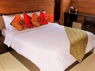 Polaris Floating Hotel - More photos