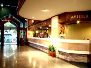 โรงแรมคาทีน่า ภูเก็ต - เคาน์เตอร์ต้อนรับ