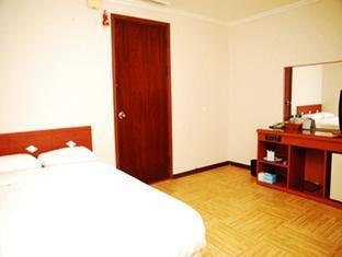New Life Tourist Hotel - Room type photo