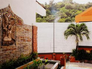 The Album Loft @ Nanai Road Phuket - Hotel exterior - Walkway to outdoor swimming pool