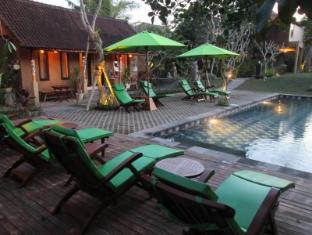 Tunjung Mas Bungalow Bali - Swimming Pool
