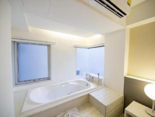 My hotel CMYK @ Ratchada Bangkok - Baño
