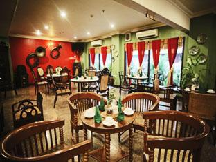 Indonesia Hotel Accommodation Cheap | Hotel Budi Palembang - Extensive choice of delicious dish in Kopitiam Restaurant