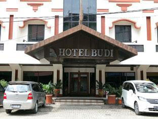 Indonesia Hotel Accommodation Cheap | Hotel Budi Palembang - Hotel entrance and parking area