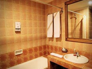 Indonesia Hotel Accommodation Cheap | Hotel Budi Palembang - Deluxe and Junior Suite Bathroom