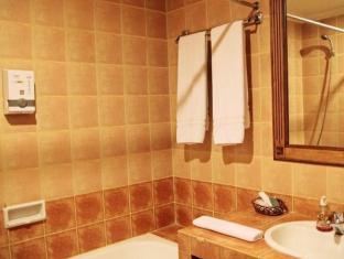 Indonesia Hotel Accommodation Cheap | Hotel Budi Palembang - Bathroom
