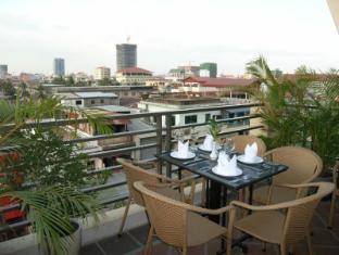 Macau Phnom Penh Hotel Phnom Penh - Terrace View