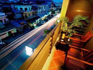 Macau Phnom Penh Hotel Phnom Penh - Balcony