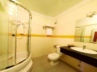 Macau Phnom Penh Hotel Phnom Penh - Shower