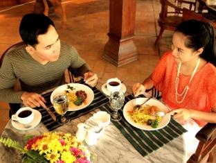 Laras Asri Resort & Spa Salatiga - Food, drink and entertainment