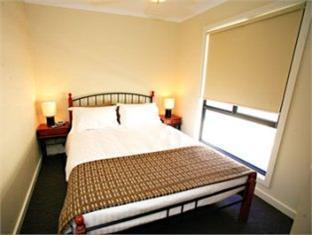 Golden River Holiday Park - Room type photo