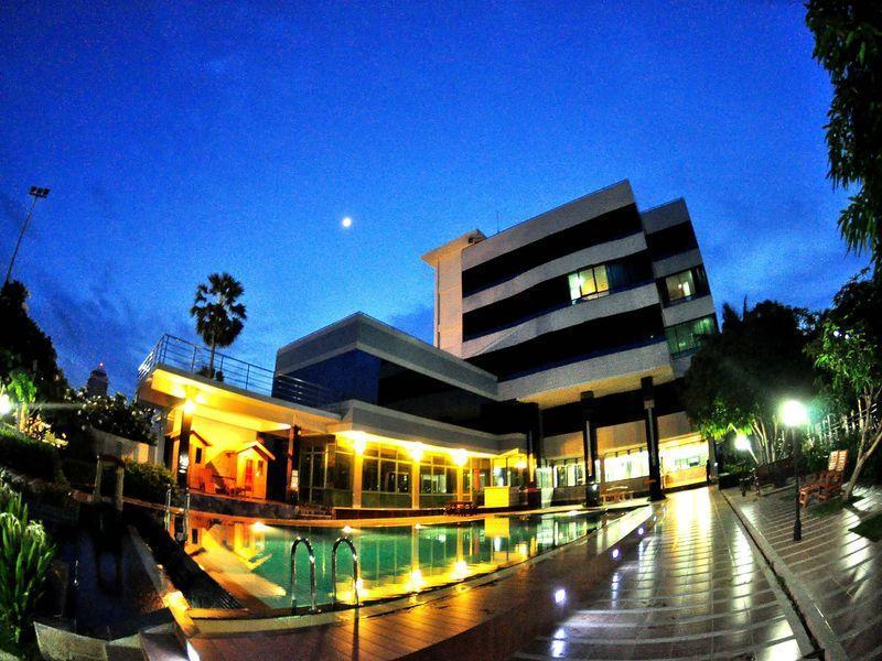 Hotell Heaven Beach at Chao Samran Beach i , Petchaburi. Klicka för att läsa mer och skicka bokningsförfrågan