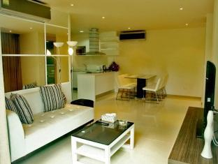 The Baycliff Hotel Phuket - 3 Bedroom - Living area
