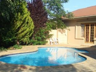 Two Bells Guest House Bloemfontein - Piscina
