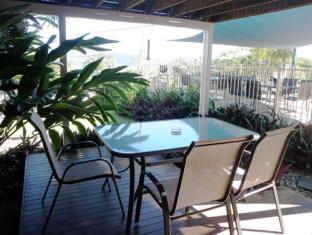 Airlie Apartments Whitsunday Islands - Altan/Terrasse