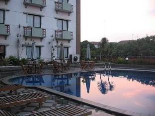 Vue Palace Hotel Bandung - Swimming Pool