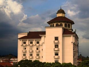 Vue Palace Hotel Bandung - Exterior