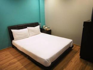 Singapore Hotel | Standard Double / Twin