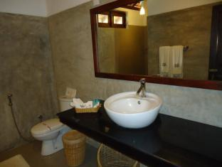 The Sanctuary Lodge Colombo - Deluxe Room Bathroom