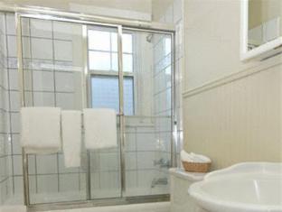 The Buchan Hotel ונקובר - חדר אמבטיה