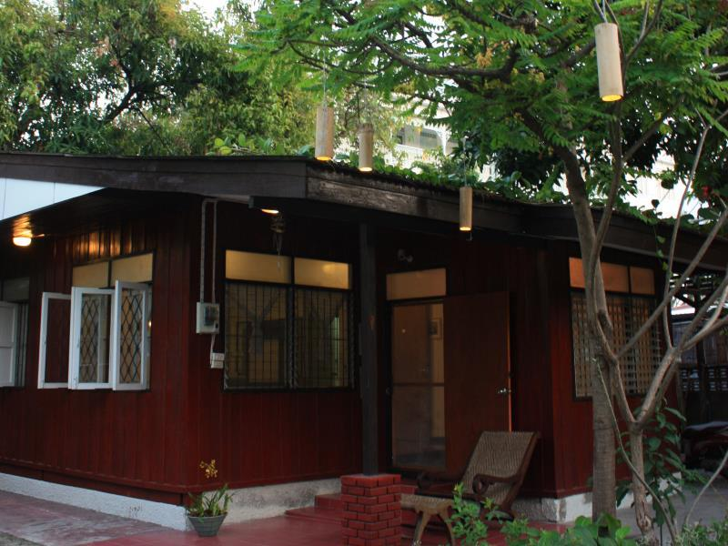 Sparrow 39 nest guest house old city chiang mai thailand for Classic house chiang mai massage