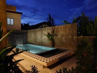 Taro Hotel Phuket - Pool Green