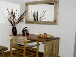 Moafrika Lodge Johannesburg - Guest Room Desk