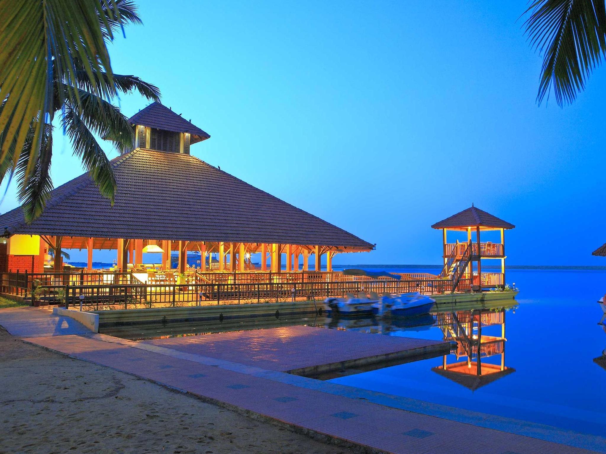 Estuary Island Poovar Hotel - Hotell och Boende i Indien i Kovalam