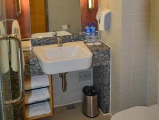 Holiday Inn Express Beijing Dongzhimen Beijing - Bathroom