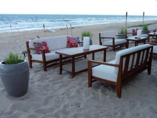 Full Moon Village Resort Phan Thiet - Restaurant on the Beach