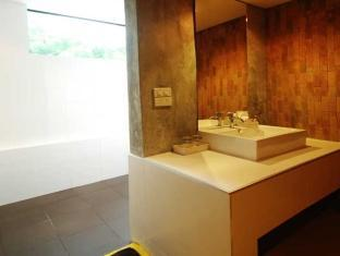 H Unique Bed & Breakfast Chiang Mai - Family Room (Extra Large) <br> Bathroom