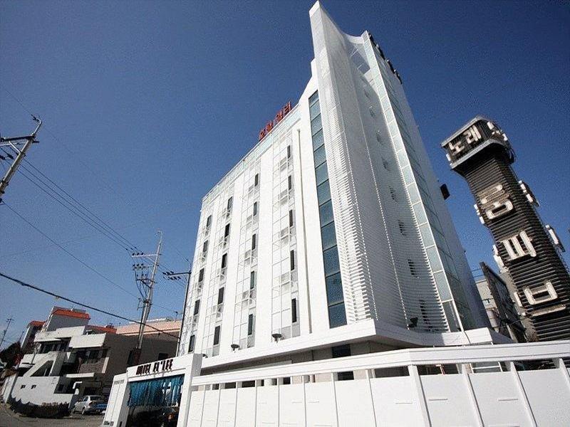 โรงแรม โฮเต็ล เอลลี เชนัน  (Hotel Ellee Cheonan)