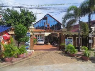 Divers Inc Hotel Sihanoukville - Entrance