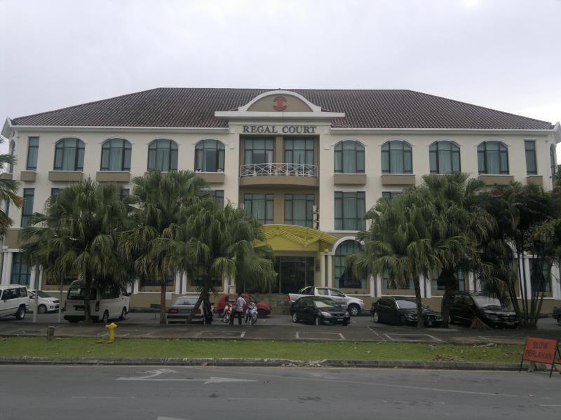 Regal Court Hotel كوشينج