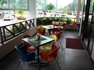 Samudra Court Hotel كوشينج - بلكون/شرفة