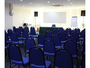 Samudra Court Hotel كوشينج - غرفة الاجتماعات