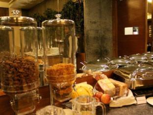 The Visaya Hotel New Delhi and NCR - Life Cafe