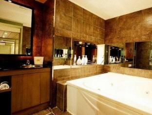 Max Hotel Seoul - Bathroom